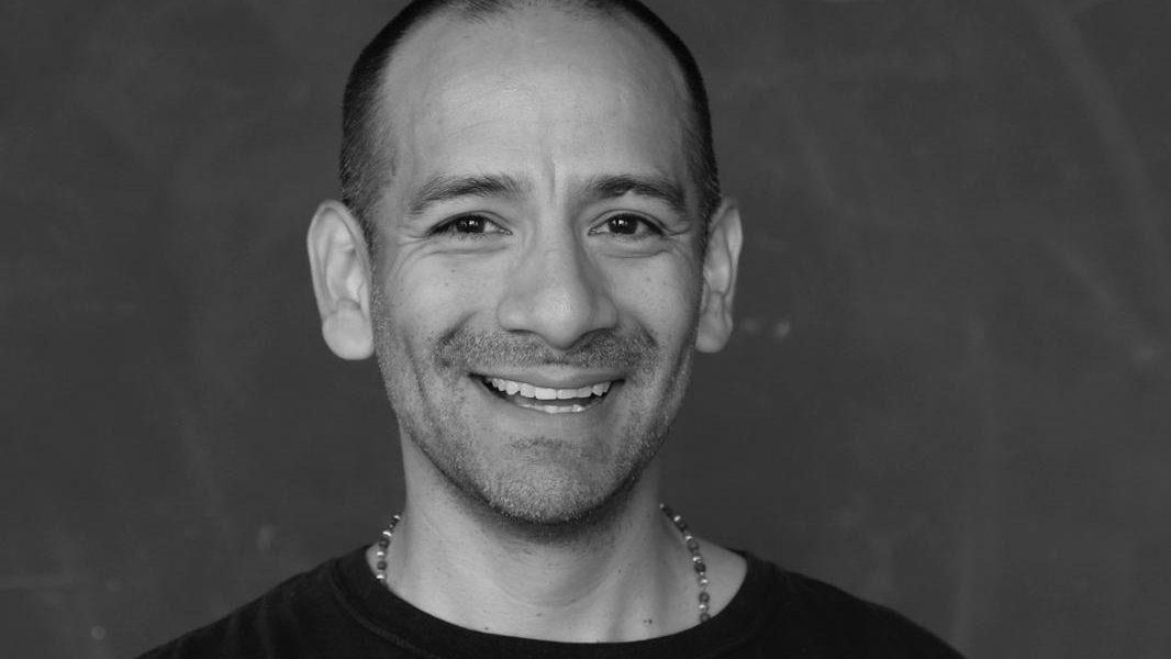 Джуан Сиэрра: йогин может пить смузи, сидя на диване, главное не быть привязанным к этому.